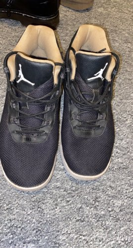 Air Jordan Basket montante noir-crème