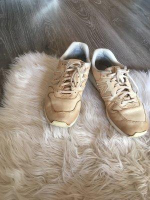 Beige New Balace Schuhe
