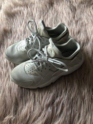 Beige Nike Huarache Sneaker 37,5