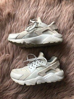Beige Nike Huarache Sneaker 37.5