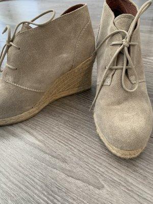 Beige Rauhleder Schuhe