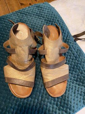 Beige sandels