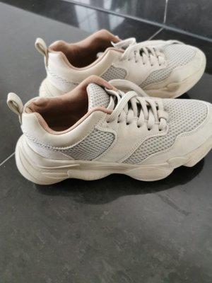beige sneaker