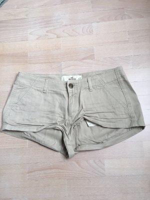 beigefarbene Shorts