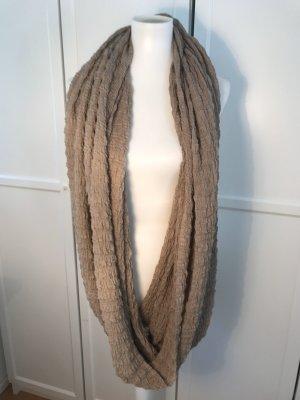 Beigefarbener Loop Schal