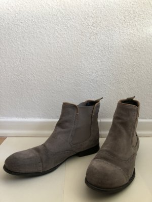 beiger Chelsea-Boot mit Budapester Muster