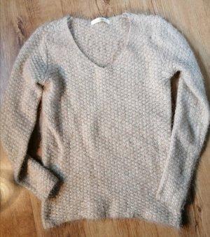Beiger kuscheliger V-Ausschnitt Pullover
