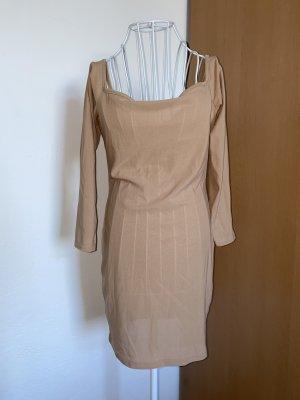 Beiges Kleid Chic