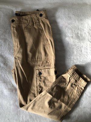 Bershka Pantalone cargo color cammello