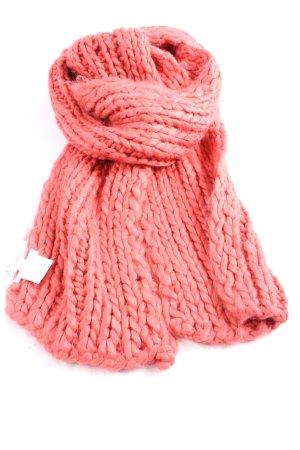 Bench Bufanda de ganchillo rosa punto trenzado look casual