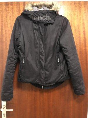 Bench Winter Jacke schwarz mit Kapuze, Gr. M