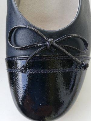 bequeme blaue Ballerinas aus Lack- und Glattleder in großer Gr. 41, Weite H, mit Wechselfußbett von Waldläufer