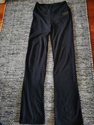 bequeme Sporthose in schwarz