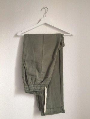 Bershka Spodnie 7/8 zielono-szary-khaki