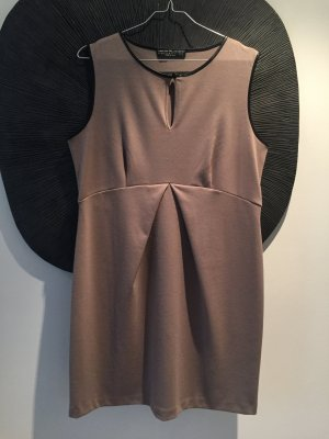 Bequemes Jerseykleid in Taupe