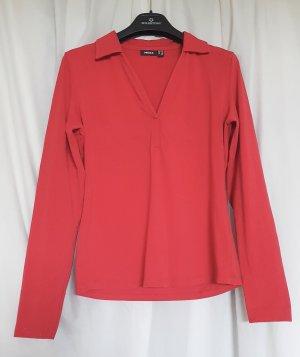 Bequemes Langarmshirt von MEXX aus angenehmem Baumwollstretch in einem schönen rot in Größe XL