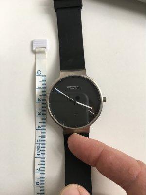 Bering Armbanduhr mit blauem langen Zeiger