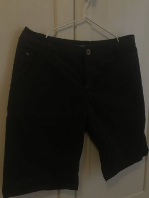 Bermuda Shorts in schwarz