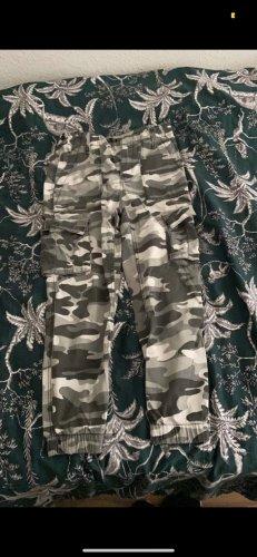 Bershka Pantalone cargo multicolore