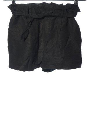 Bershka Pantalón corto de talle alto negro look casual