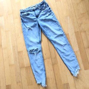 Bershka Jeanshose Gr 36 hellblau Jeans Hose usedlook ripped