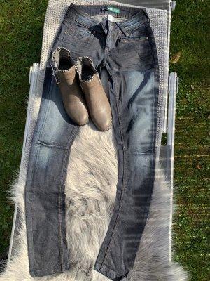 Bershka Jeanshose Größe 34
