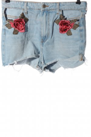Bershka Jeansshorts blau-rot Blumenmuster Casual-Look