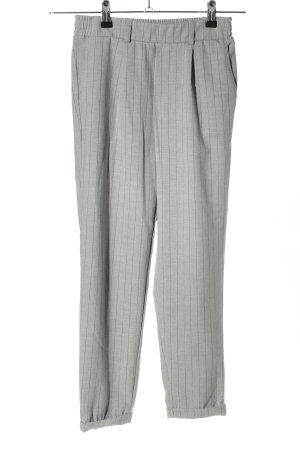 Bershka Pantalon fuselé gris clair-noir imprimé allover style décontracté