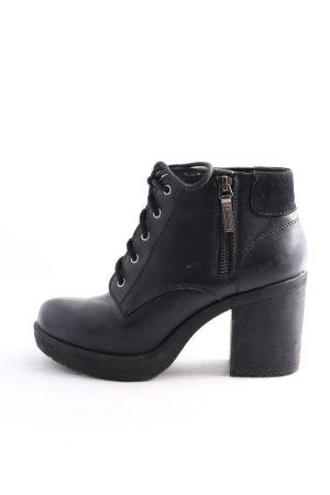 Bershka Keil-Stiefeletten schwarz Casual-Look