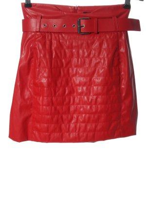 Bershka Jupe en cuir synthétique rouge motif de courtepointe élégant