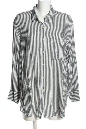 Bershka Blusa larga blanco-gris claro look casual