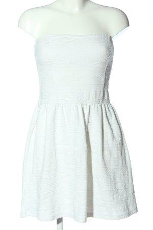 Bershka schulterfreies Kleid weiß Casual-Look