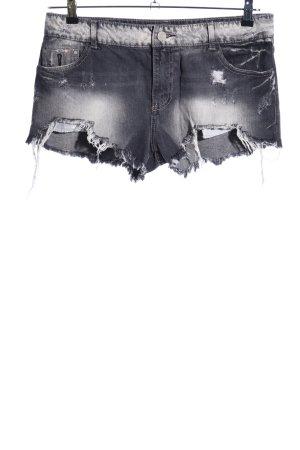 Bershka Shorts gris claro estilo fiesta