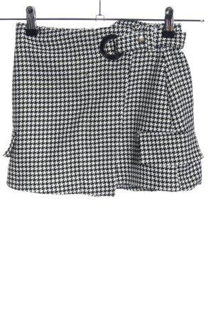Bershka Shorts schwarz-weiß Webmuster Casual-Look