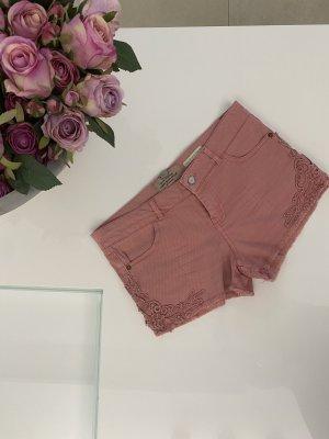 Bershka Shorts Hot Pants jeansshorts rosa 38 / M