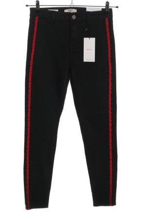 Bershka Skinny Jeans schwarz-rot Casual-Look