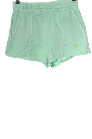 Bershka Pantalón corto deportivo verde look casual