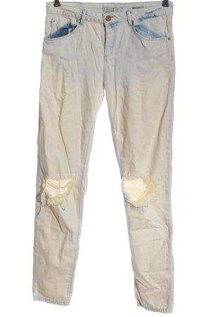 Bershka Straight-Leg Jeans hellgrau Street-Fashion-Look