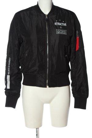 Bershka Kurtka przejściowa czarny-biały Wydrukowane logo W stylu casual