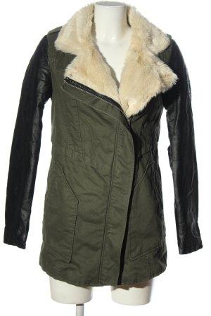 Bershka Kurtka zimowa khaki-czarny W stylu casual