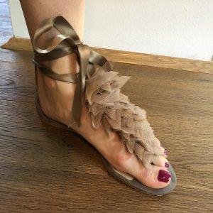 Zara Sandalo con tacco alto e lacci a T color carne