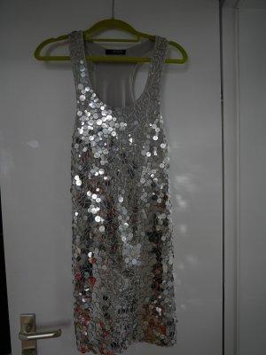 Besonderes Kleid mit Pailetten