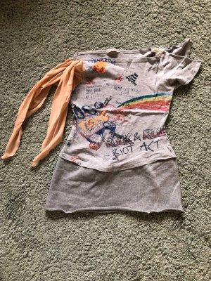 Besonderes Shirt mit Graffiti