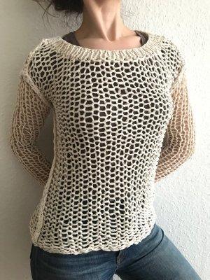 Bestens vernetzt: Handgefertigter Grobstrick-Pullover