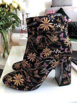 Bestickte Ankle Boots mit raffiniert designtem Absatz - Public Desire - kaum getragen