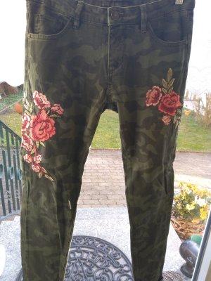 bestickte Jeans mit Camouflagemuster