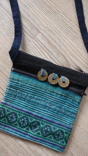 Bestickte Tasche mit 2 Innenfächern und Reissverschluß