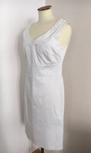 Betty Beclay Sukienka etui biały
