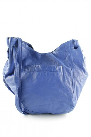 Beuteltasche blau Street-Fashion-Look