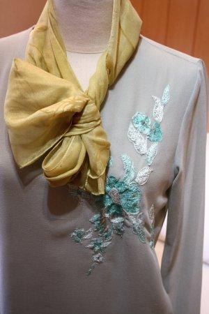 Bezaubernde Bluse von QED, die Kombination aus Transparenz und Blickdichte Gr.40